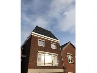 Plaatsen nieuwe dakopbouw te Roosendaal